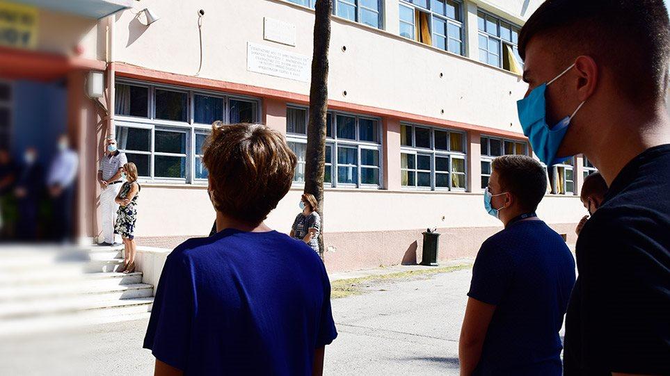 Με τεστ κορωνοϊού θα επιστρέψουν οι μαθητές στα θρανία